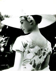 Audrey Hepburn my idol Audrey Hepburn Outfit, Audrey Hepburn Photos, Divas, Classic Hollywood, Old Hollywood, Beautiful People, Beautiful Women, Fair Lady, Norma Jeane