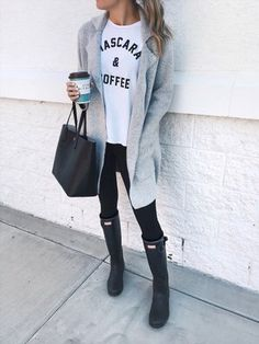 These trending Cute Outfit Ideas are perfect for this Winter. Stylish Outfit Ideas across the world. Suitable for Winter Style. Winter Outfits That Are Perfect and Cute. Winter Outfits Women, Casual Winter Outfits, Fall Outfits, Casual Wear, Sunday Brunch Outfit, Sunday Outfits, Legging Outfits, Leggings Outfit Winter, Rainy Day Outfit For Fall