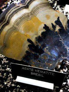 Une pièce plutôt rare d'agate mélangée avec de l'hématite. Une couleur magnifique pour une agate brésilienne.