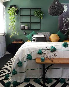 Morning!....na 2.5 week weer aan de bak!.... gelukkig mag ik starten met een thuiswerkdagje! fijne dag allemaal! . . . #bedroominspo…