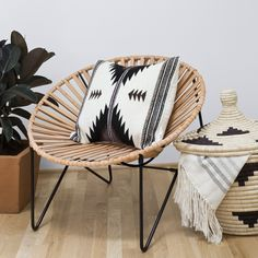HANDCRAFTED IN MEXICO BY THE COYOACÁN DESIGN STUDIO The Acapulco chair, synonymous with laid back, resort-style living, represents the best of modern Mexic