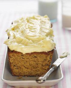 Valitse kakkuun mahdollisimman kypsät banaanit. Mustiksi pilkuttuneet hedelmät sopivat erinomaisesti kakun leivontaan. Breakfast Pancakes, Pastry Cake, Home Recipes, I Love Food, Vanilla Cake, Sweet Recipes, Bakery, Food And Drink, Pudding