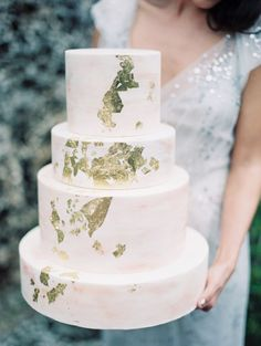 Gold Leaf Wedding Cake | To Love Photographie | See More! http://heyweddinglady.com/chic-metallic-wedding-with-silver-and-gold-leaf-accents/
