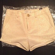 NEW SHINE JACQUARD CREAM & GOLD SHORT SIZE 10KIDS -BRAND NEW WITH TAG ABERCROMBIE KIDS -COLOR: CREAM & SHIMMERING GOLD -SIZE: 10 (waist 23-23.5) -SUPERSOFT & PRETTY, ALL-OVER SHIMMERING FABRIC, POCKETS, CLASSIC FIT -100% POLYESTER  -ORIGINAL PRICE: $49.95 USA ⭐️TOP RATED SELLER FAST SHIPPER ❌NO TRADE ❌NO PAYPAL ✅BUNDLE OFFER Abercrombie & Fitch Pants