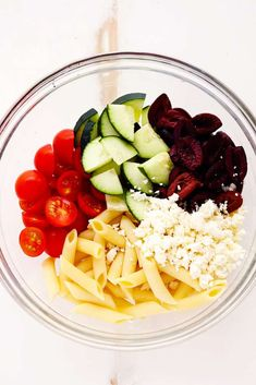 Greek Tzatziki Pasta Salad is a delicious pasta salad with fresh cucumbers, kalamata olives, and cherry tomatoes. It is tossed in a tangy tzatziki… Entree Recipes, Vegetarian Recipes, Cooking Recipes, Healthy Recipes, Tzatziki, Pasta Salat, Easy To Make Appetizers, Greek Salad Pasta, Healthy Pastas