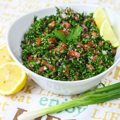 Fresh & Light Authentic Lebanese Tabbouleh Could add diced cucumber Tabouleh Salat, Lebanese Tabbouleh, Tabouli Recipe, Herb Salad, Parsley Salad, Tandoori Masala, Cooking Recipes, Healthy Recipes, Side Dishes