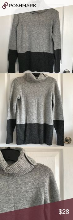 GAP Women's Size Small Gray Color Block Turtleneck Gap Women's Size Small Gray Color Block Long Sleeve Turtleneck GAP Sweaters Cowl & Turtlenecks