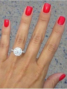 Round, halo diamond wedding ring_cr / http://www.deerpearlflowers.com/halo-engagement-rings-wedding-rings/
