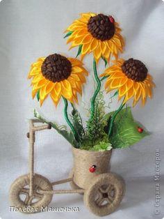 Jute Flowers, Diy Flowers, Fabric Flowers, Paper Flowers, Jute Crafts, Diy Arts And Crafts, Craft Stick Crafts, Diy Crafts, Ribbon Art