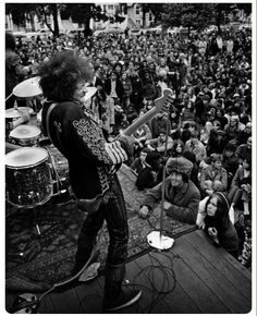 """Jimi Hendrix playing a free concert in the """"Panhandle"""" San Francisco,June 19th,1967"""