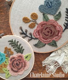 Punch Needle Embroidery Tapis (Rug) Hand Beaded Jewelry and vintage finds by StudioChatelaine Hand Embroidery Tutorial, Embroidery Flowers Pattern, Learn Embroidery, Ribbon Embroidery, Embroidery Stitches, Flower Patterns, Machine Embroidery, Broderie Simple, Punch Needle Patterns