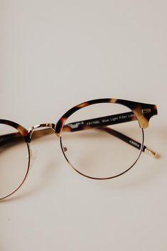 Glasses Frames Trendy, Vintage Glasses Frames, Square Face Glasses, Eye Glasses, Trendy Jewelry, Fashion Jewelry, Glasses Trends, Sunnies, Sunglasses