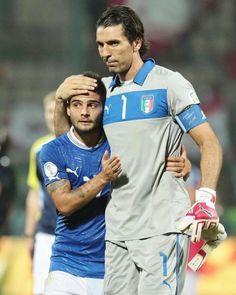 "1,991 mentions J'aime, 39 commentaires - Lorenzo Insigne (@insigne.official) sur Instagram : ""#legend #ForzaAzzurri #Italia ⭕⚪⭕⚪"""