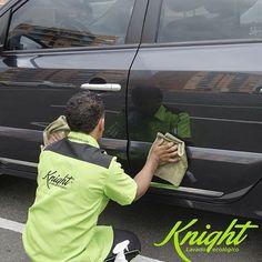La brillada exprés #Knight consiste en aplicar una fina capa de cera carnauba incrementando el brillo del lavado previo y reforzando la protección del color. ¿Qué esperas para darle un ensayar este exclusivo tratamiento para tu carro? #LavadoEcológico #LavaCarros