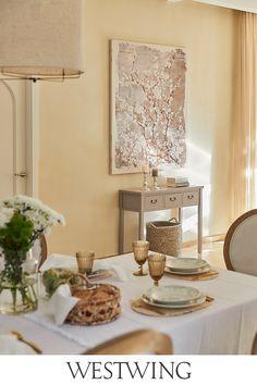 Ihr liebt Euer Zuhause und verwöhnt Euch und Eure Familie oder Freunde gerne mit köstlichen Leckereien?  Stilvolle Accessoires rund um den gedeckten Tisch schaffen eine gute Grundlage für gemütliche Abende in geselliger Runde. Als guter Gastgeber solltet Ihr auf jeden Fall unsere Kategorie Tisch & Bar auf WestwingNow nicht aus den Augen lassen! // Interior Inspo Möbel Dekoration Wohnideen Home Einrichten #westwing #mywestwingstyle #tischdeko #tableware #tafel #brunch #dinner #sommer Decor, Furniture, Room, Table Settings, Dining, Table, Home Decor, Table Decorations, Dining Room