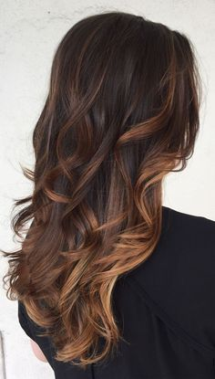 Caramel balayage on black hair or caramel balayage on dark hair become fairly popular. Also Balayage caramel blonde which recommended by some hair stylist. Hair Color Balayage, Brown Hair Caramel Balayage, Honey Balayage, Chocolate Hair With Caramel Highlights, Caramel Hair With Brown, Black Balayage, Chocolate Ombre Hair, Balayage Dark Brown Hair, Brown Hair With Balayage