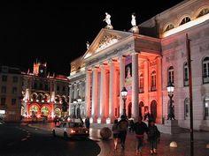 Teatro Nacional D. Maria II - Lisboa - Portugal Teatro Nacional D. Maria II (TNDM II) é um teatro de Portugal localizado na Praça de D. Pedro IV em Lisboa.