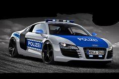 Polizei kommt direkt an 2. Stelle nach Gott!