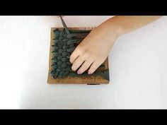 Tuto tawashi – Mélie Co(o)p - Lindy Ka. Recycling, Diy Recycle, Fabric Yarn, Diy Cleaning Products, Diy Videos, Zero Waste, Diy And Crafts, Make It Yourself, Deco