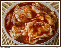 Všechny uvedené suroviny ve větší uzavíratelné míse, která vejde uskladnit do lednice důkladně promícháme, naložíme připravené očištěné plátky... Thai Red Curry, Ethnic Recipes, Food, Essen, Meals, Yemek, Eten