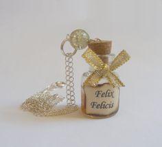 Felix Felicis Potion Bottle Necklace Pendant by NeatEats on Etsy, Funky Jewelry, Cute Jewelry, Handmade Jewelry, Unique Jewelry, Jewlery, Bottle Charms, Bottle Necklace, Harry Potter Theme, Harry Potter Diy