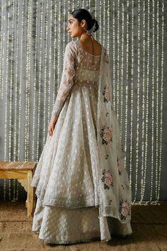 Indian Bridal Outfits, Pakistani Bridal Dresses, Pakistani Dress Design, Pakistani Outfits, Pakistani Designers, Dress Indian Style, Indian Fashion Dresses, Indian Designer Outfits, Designer Clothing