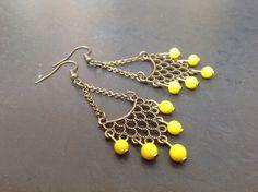 Boucles d'oreilles jaunes, style oriental avec connecteur dentelé : Boucles d'oreille par accessoriztoi