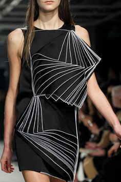 Christopher Kane Fall 2014 Ready-to-Wear Collection | Future Fashion | detail | structure | design | style | wearable art | black | high fashion | couture | Schomp BMW
