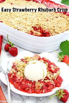 This Easy Strawberry Rhubarb Crisp Recipe is much easier to make and healthier than a pie. The crisp is loaded with homegrown strawberries and rhubarb. Frugal Meals, Easy Meals, Strawberry Rhubarb Crisp, Friend Recipe, Baked Strawberries, Crisp Recipe, Vegan Recipes, Delicious Recipes, A Food