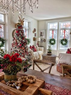 Are you searching for pictures for farmhouse christmas decor? Check this out for amazing farmhouse christmas decor inspiration. This farmhouse christmas decor ideas will look completely excellent. Farmhouse Christmas Decor, Rustic Christmas, Christmas 2019, Christmas Home, Christmas Holidays, Holiday Decor, Christmas Coffee, Christmas Cactus, Christmas House Decorations