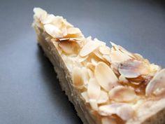 Creamy Mascarpone Almond Macaroon Cake