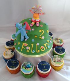 In the night garden cake with cupcakes