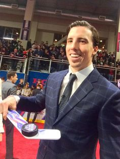 When Marc-Andre Fleury smiles, we all smile. #Pittsburgh #Penguins NHL All-Star 2015 Red Carpet. B8JT0FzCIAA9P56.jpg (600×800)