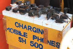 #In L'ingéniosité africaine... Station de recharge de téléphone portable...