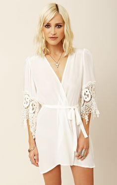 White lace robe from a company called Stone Cold Fox. Last time I checked, they were sold out but it is worth a look. California Girl Style, Stone Cold Fox, Victoria Secret, Estilo Boho, Wedding Lingerie, Luxury Lingerie, Sexy Lingerie, Lace Wedding, Glamour