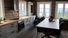 Bilderesultat for hyttekjøkken Cabin Homes, Log Homes, Modern Cabin Interior, Modern Log Cabins, Deco Champetre, Log Home Interiors, Ranch Decor, Hamptons House, Cabins And Cottages