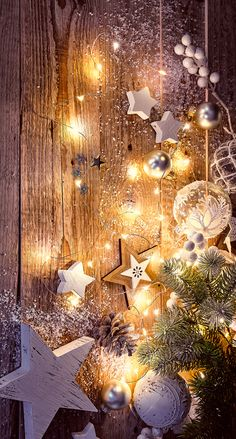 It's Christmas time. Make your phone festive with this simple yet Christmasy background. December Wallpaper, Christmas Phone Wallpaper, Holiday Wallpaper, Winter Wallpaper, New Year Wallpaper, Christmas Scenes, Noel Christmas, Christmas Pictures, Christmas Crafts