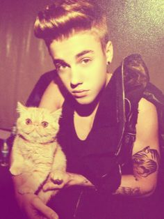 Justin Bieber & Cat Toots + New Girlfriend All About Justin Bieber, Justin Bieber Pictures, Selena, Celebrities With Cats, New Girlfriend, Rare Pictures, Cat People, Mundo Animal, Cool Cats