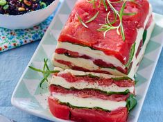 Pressed tomato, mozzarella and black rice salad with pine nuts Tapas, Meat Appetizers, Good Food, Yummy Food, Exotic Food, Food Is Fuel, My Favorite Food, Food Photo, Summer Recipes