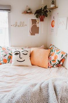 Cute Bedroom Decor, Room Design Bedroom, Room Ideas Bedroom, Bedroom Inspo, Bedroom Inspiration, Boho Teen Bedroom, Floral Bedroom Decor, Bedroom Flowers, Uni Bedroom