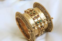 Ethnic jadtar kundan bangle with kundan and gold border. It is adorned with kundan polki and has a a screw closure clasp. Quantity - Listing is for 1 bangle only Size (openable - screw system) Indian Wedding Jewelry, Indian Jewelry, Bridal Jewelry, Gold Jewelry, Women Jewelry, Kundan Bangles, Gold Bangles, Bangle Bracelets, Necklaces