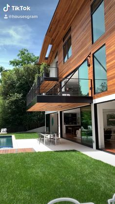What do you think of this exterior? - What do you think of this exterior? We love it and it's by architect David Hertz ✈️ - Residential Architecture, Architecture Design, Contemporary House Plans, Modern Zen House, Japanese Modern House, Modern Glass House, Modern Wooden House, Modern Tropical House, Casas Containers