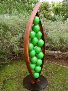 TerraSculpture Snap garden sculptures Peas in a pod