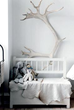 antlers in toddler nursery kids room Home Interior, Interior Styling, Interior Design, Home Design, Design Ideas, Deco Originale, Nordic Home, Nordic Style, Kids Corner
