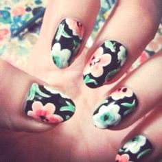 Flower print nailss
