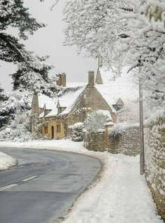 Doesn't it look like Bathilda Bagshot's house in Deathly Hallows! Cotswolds in the snow by Andrew LockieDoesn't it look like Bathilda Bagshot's house in Deathly Hallows! Cotswolds in the snow by Andrew Lockie Winter Szenen, I Love Winter, Winter Magic, Winter Christmas, Merry Christmas, Foto Picture, Winter's Tale, Snowy Day, Snow Scenes