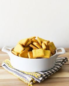 WEBSTA @ fettlevegan - NEW: These easy Homemade #Vegan Cheez-It Crackers are up at FettleVegan.com! 🧀 Salty, crispy, crunchy and WAY better for you that the originals - perfect for on-the-go snacking! ✨