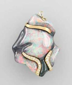 Extraordinary 18 kt gold pendant with opal