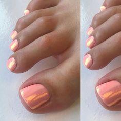 "6cce774c58fb65 Beautybysophieherrick on Instagram  ""LOVE this peach gel with mermaid  glitter combination🙌🏾🍑🧜🏼 ♀ ✨  mermaidglitter  geltoes  summertoes   pedi ..."