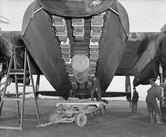 The bomb load most commonly used for ´area` bombing raids in the bomb-bay of an Avro Lancaster of No. 57 Squadron RAF at Scampton, Lincolnshire. Her deadly cargo consisted of 12 Small Bomb Containers (SBCs) each loaded with incendiaries, in this case, 236 x 4-lb incendiary sticks. In the centre can be seen a 4,000 impact-fused HC bomb ('cookie'). [Photo © IWM (CH 18371).]